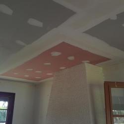 Plaque de plâtre au plafond